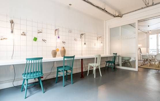 bureau-open-space-be-coworking-rue-de-la-jonquiere-paris-17-555x350