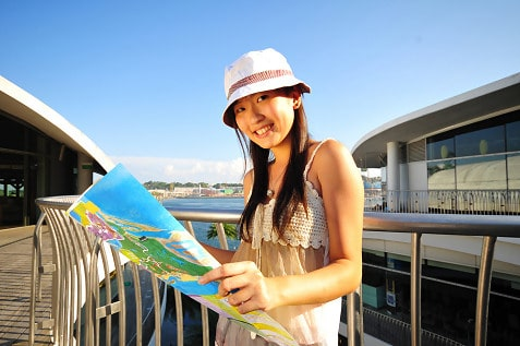 female-Chinese-tourist-startup-asia-mtourism-qunar-ctrip