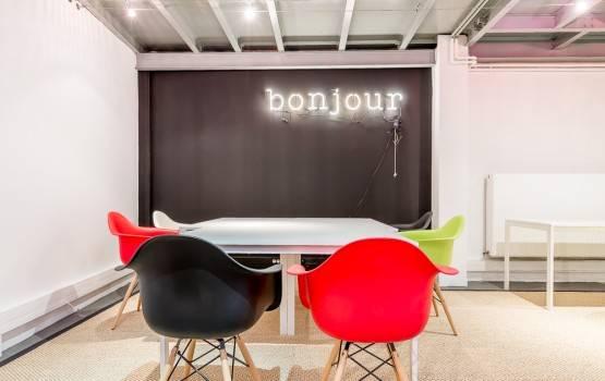 bureau-poste-fixe-be-coworking-rue-de-la-jonquiere-paris-17-555x350