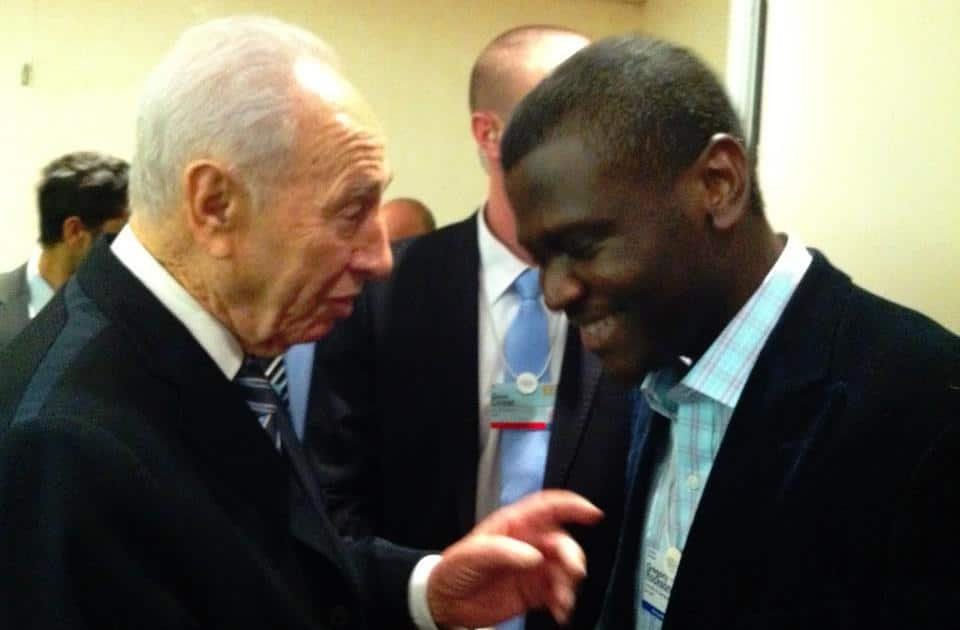 Gregory Rockson mPharma talks with Israeli President Shimon Peres at the World Economic Forum's annual meeting in Davos.