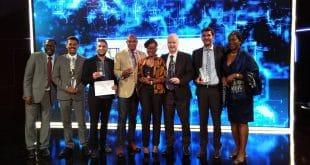 Les lauréats du Prix Orange de l'Entrepreneur Social en Afrique 2016 lors de la remise des prix autour de Bruno Mettling (crédit photo : Samir Abdelkrim)